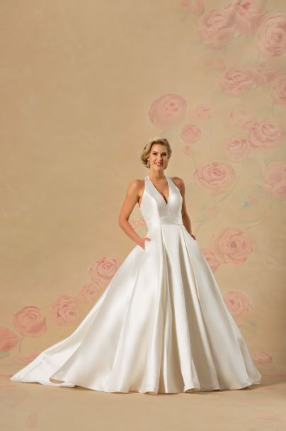 Popular Trends to Incorporate into Your Wedding Dress